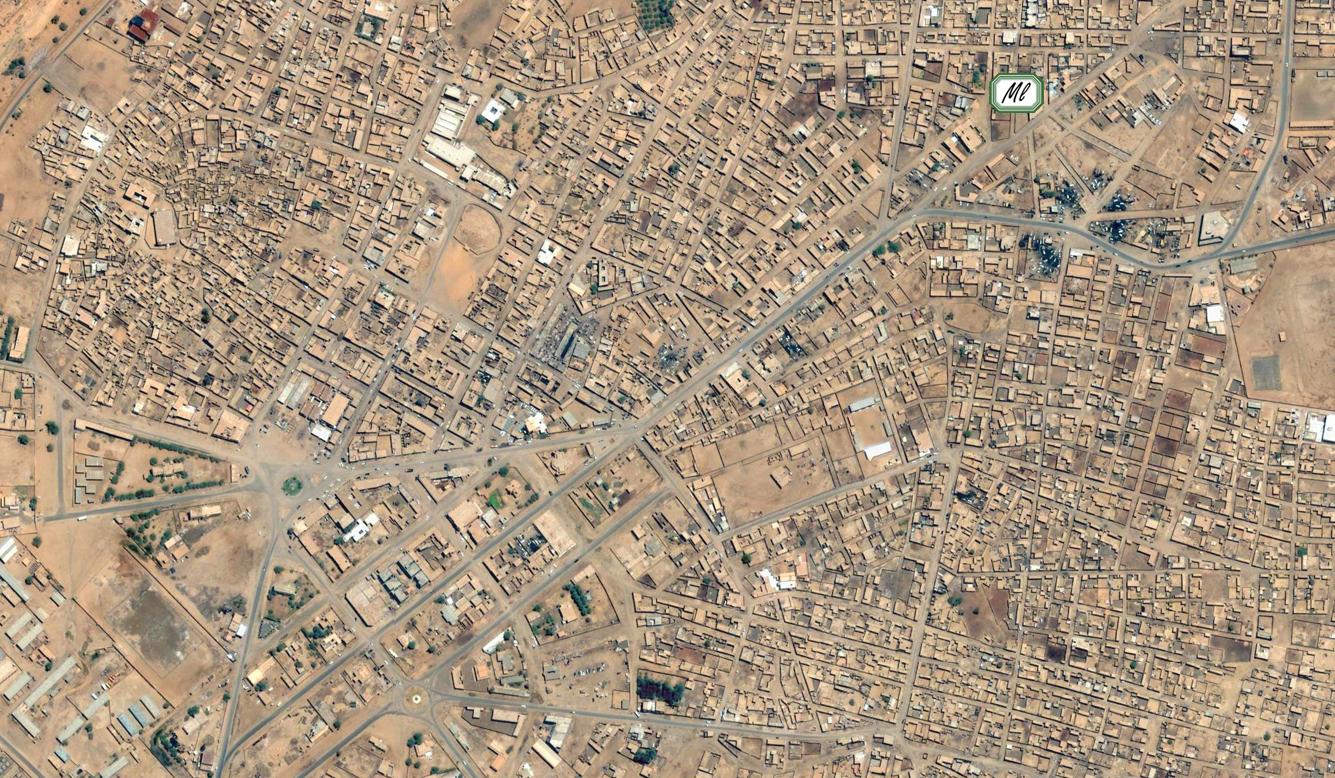 Vue aérienne du centre d'Atar et localisation du Centre Emel